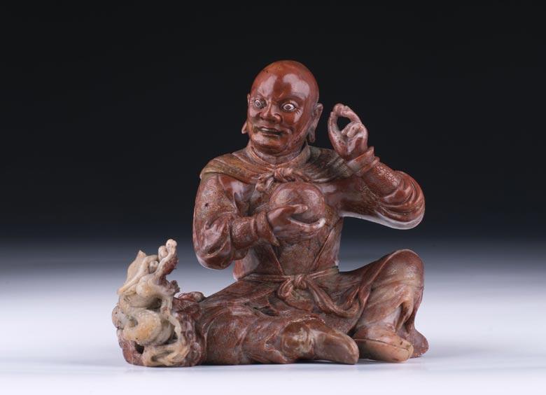 Äußerst feine chinesische Lohan-Specksteinfigur