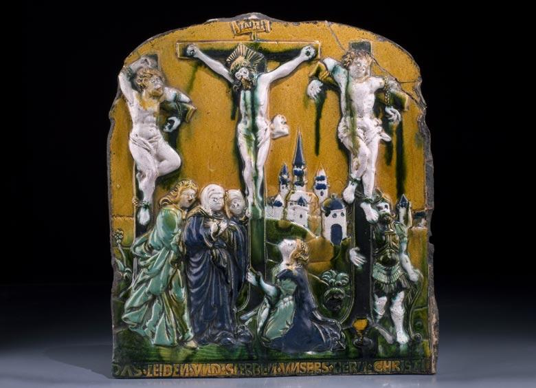 Glasiertes Reliefbild eines Renaissance-Prunkofens