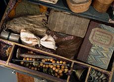 Detail images: Schreibkassette als Hexenkästchen