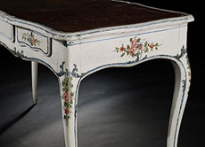 Detail images: Kleiner italienischer Lack-Schreibtisch des 18. Jahrhunderts