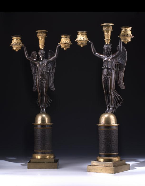 Paar figürlich gestaltete Empire-Tischkandelaber