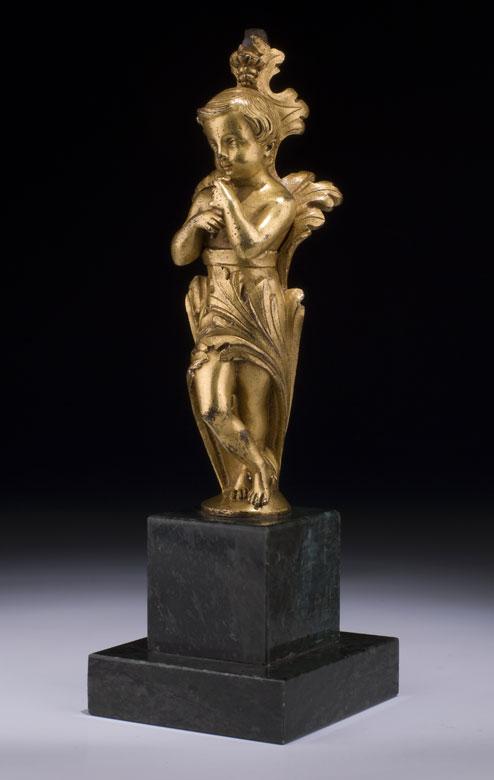 Feuervergoldete Bronzefigur eines flöteblasenden Knäbleins