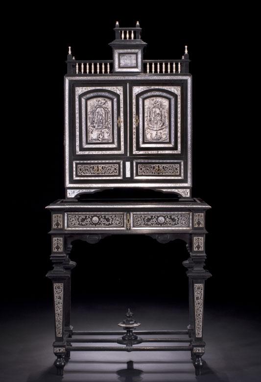 Kabinettschränkchen im Renaissance-Stil