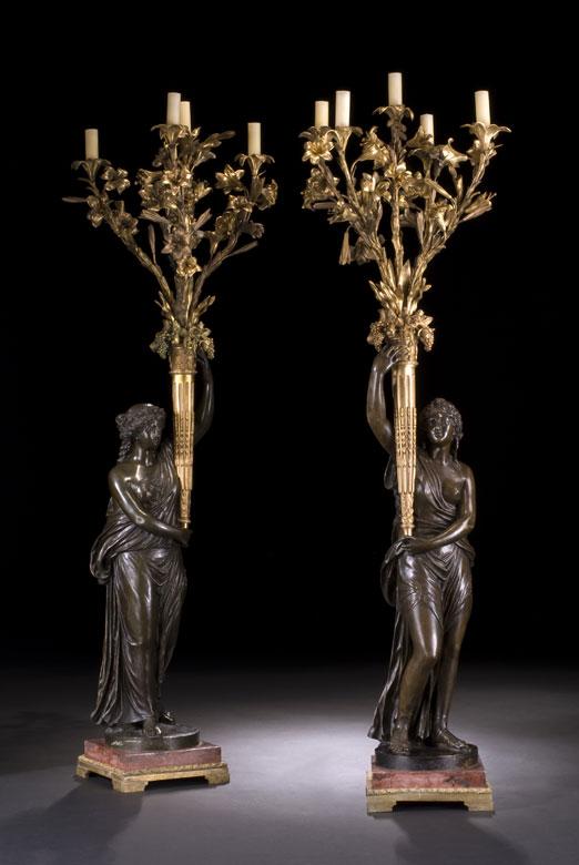 Große figürlich gestaltete Bronzekandelaber