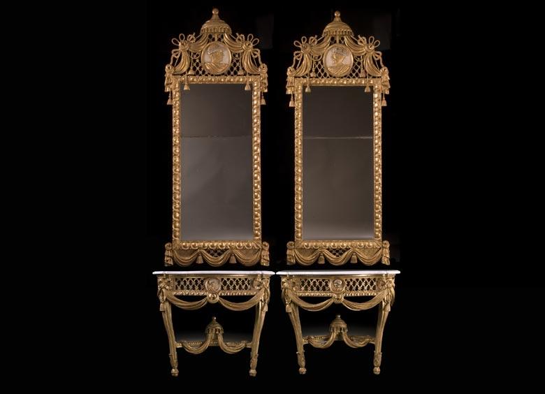 Paar Louis XVI-Wandkonsolen mit hohen Spiegelaufsätzen