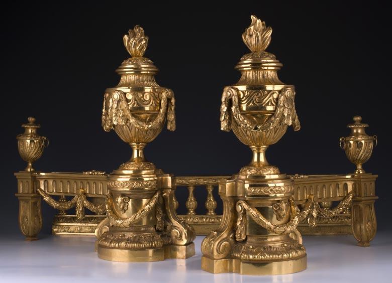 Französische Kamingarnitur in vergoldeter Bronze