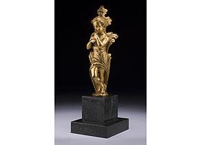 Detail images:  Feuervergoldete Bronzefigur eines flöteblasenden Knäbleins