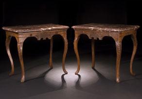 Detail images:  Paar Salontische in Nussbaum mit Marmorplatten