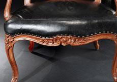 Detail images: Paar signierte französische Fauteuils à la reine , Meister I. Avisse, 18. Jahrhundert