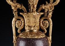 Detail images: Paar französische Kaminkandelaber in Vasenform