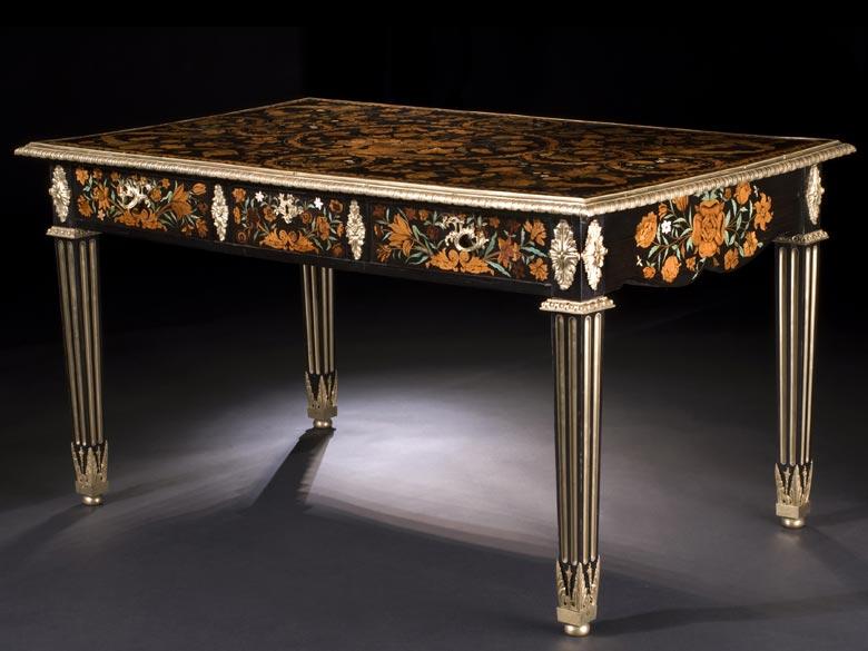 Reich eingelegter und mit Bronzen dekorierter Salontisch