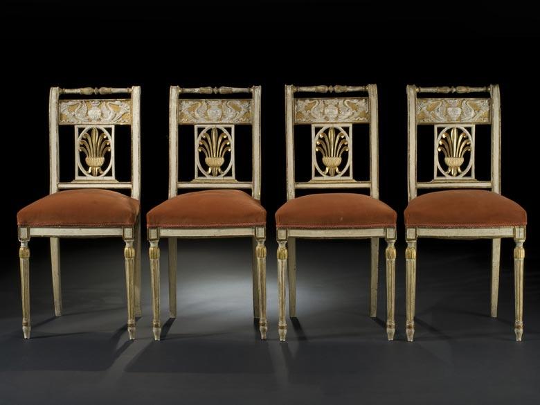 Satz von vier klassizistischen Stühlen