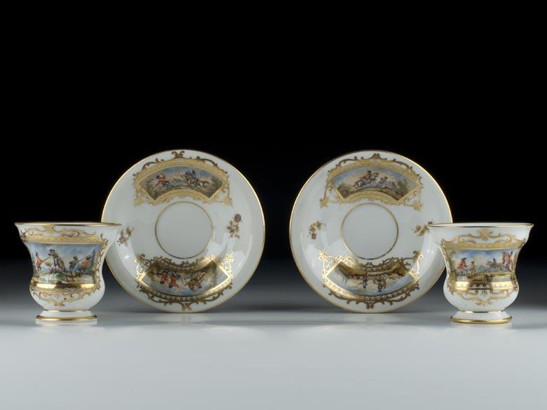 Zwei Dresdner Porzellantassen mit Untertassen