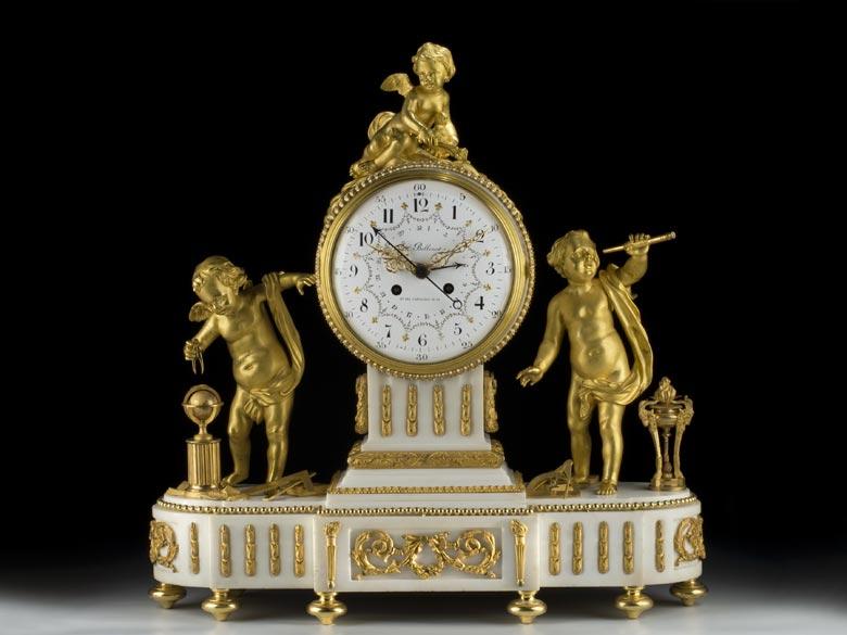 Große Louis XVI-Kaminuhr in Alabaster mit vergoldeten Bronzen