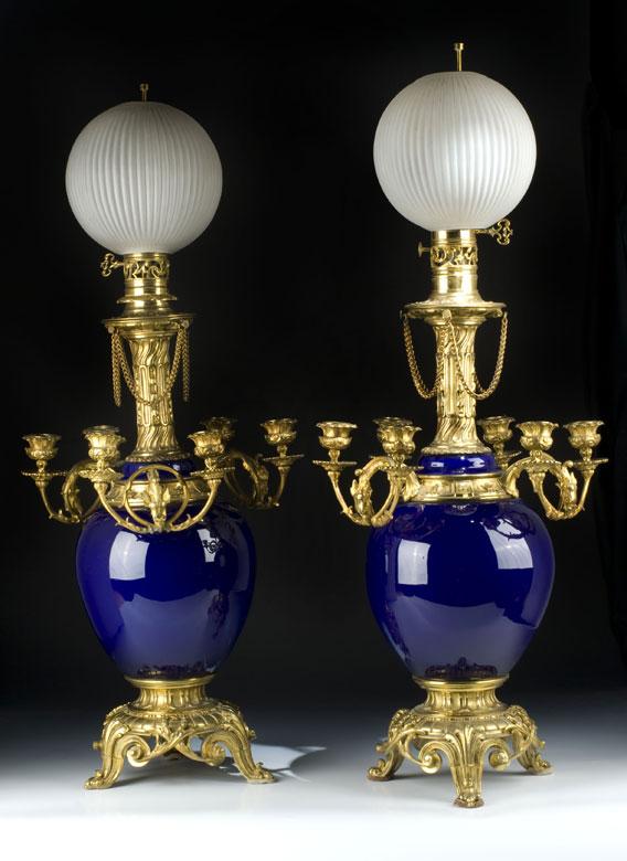 Paar Kandelaber in Vasenform