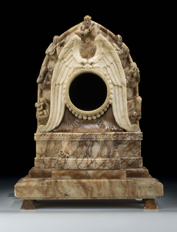 Uhrengehäuse in Alabaster mit figürlichen Darstellungen