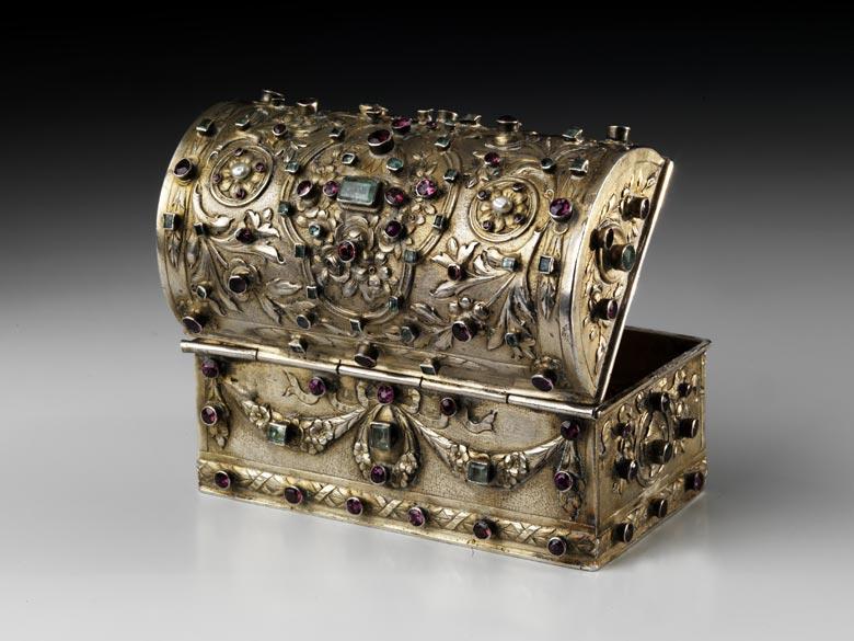 Silberdose in Form einer kleinen Schatulle