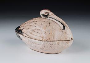 Detailabbildung: Keramik-Deckelschale in Form eines Kranichs