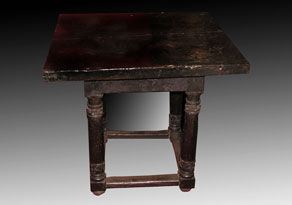 Detail images:  Renaissance-Tisch