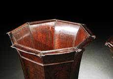 Detail images: Paar große Deckelgefäße in poliertem Mahagoni