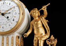 Detail images: Große Louis XVI-Kaminuhr in Alabaster mit vergoldeten Bronzen