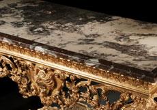Detailabbildung: Großer, vergoldeter Konsoltisch im Louis XIV-Stil mit Marmorplatte