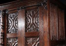 Detail images: Seltener spätgotischer Eichenschrank
