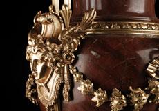 Detail images: Große Prunkvase in Marmor und vergoldeter Bronze