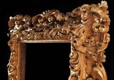 Detail images: In Lindenholz opulent entworfener und fein geschnittener Bilderrahmen