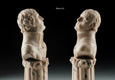 Detail images: Kleine Marmorbüste eines Adeligen oder Feldherrn Höhe: 18 cm. Um 1800. Auf einem kannelierten Säulenstumpf. Die Oberseite des Stumpfes mit Wolken umgeben. Rundbasis auf quadratischem, profiliertem Sockel.