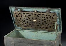 Detail images: Große Eisenkassette,