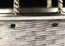 Detail images: Zwei kleine Silbergefäße mit hebräischen Bodenaufschriften