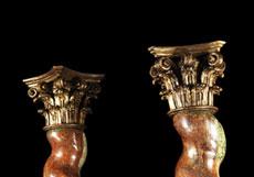 Detail images: Paar mächtige Holzsäulen