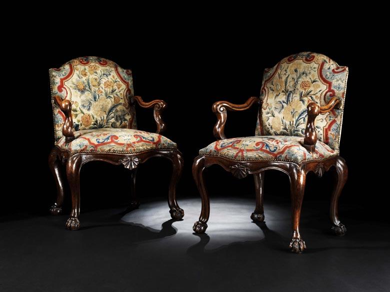 Paar barocke Armlehnsessel mit Gobelinbezug