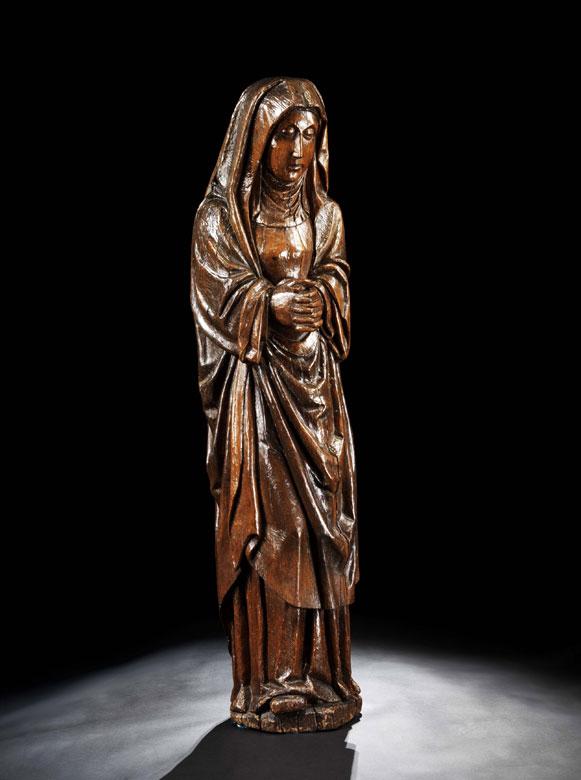 Schnitzfigur einer betenden Heiligen