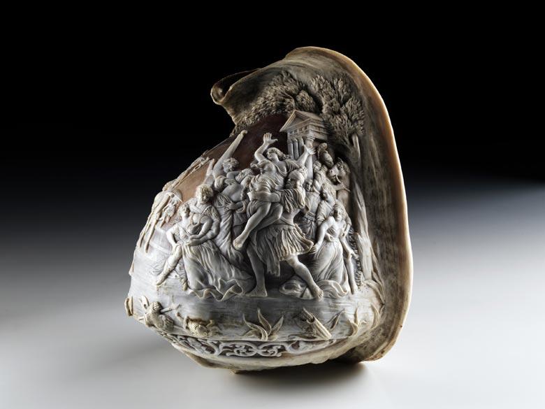 Italienische Muschel mit Caméeschliff