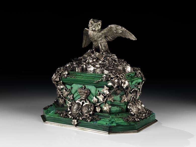 Miniaturdenkmal in Malachit und Silber mit dem Wappen der Fürsten Wrede