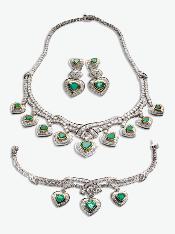 Collier, Armband und Ohrringe