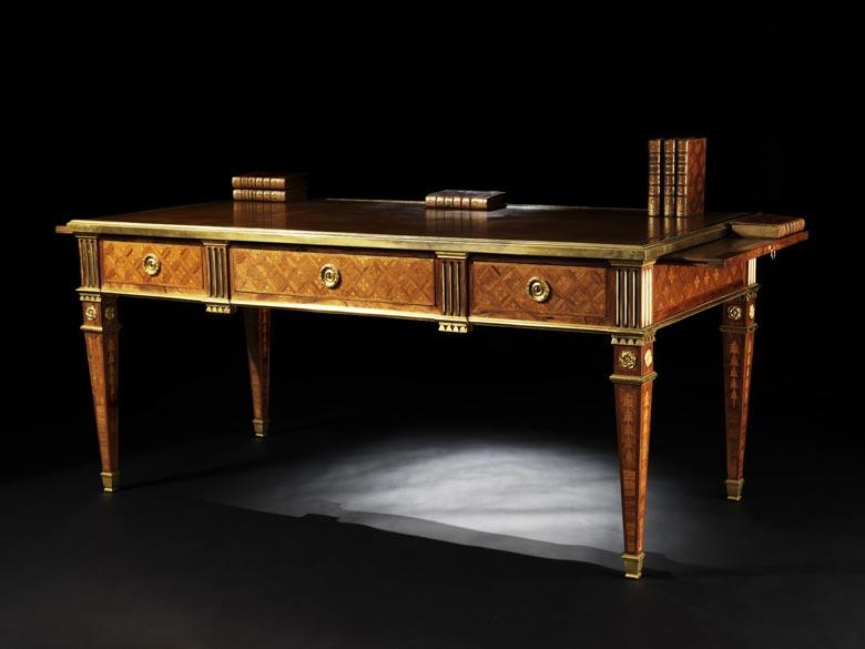Elegantes Bureau Plat im Stil des Klassizismus des 18. Jahrhunderts