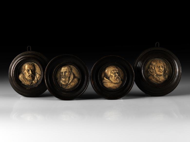 Satz von vier Portraitbildnissen in Bein