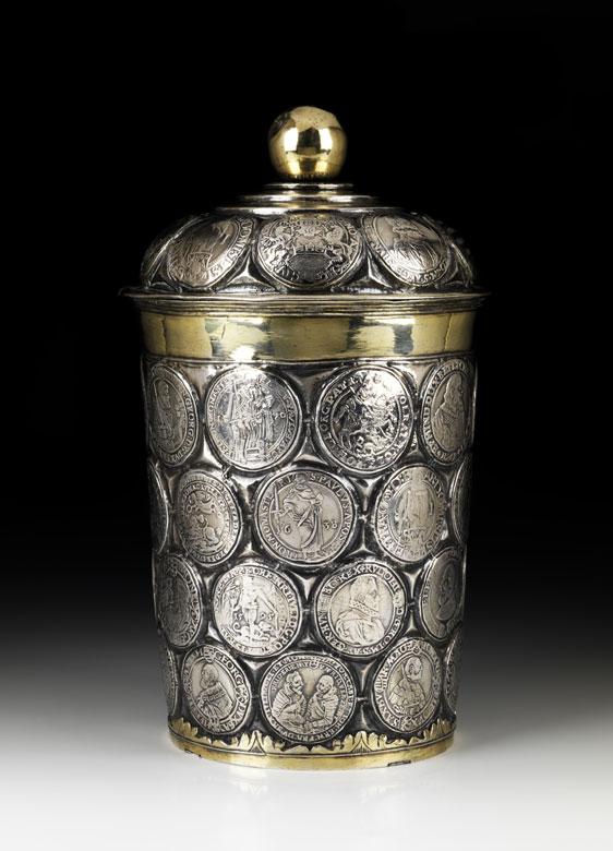 Großer barocker Deckelbecher in Silber