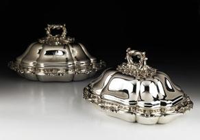 Detail images:  Paar englische Silber-Deckelterrinen