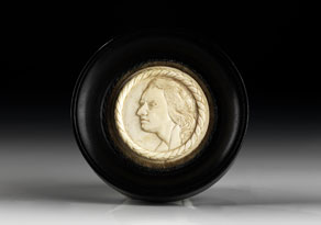 Detail images:  Rundes Elfenbein-Miniaturportrait