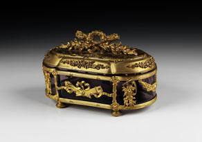 Detail images:  Kristalldose mit vergoldeter Bronzemontierung