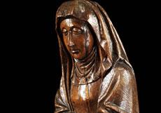 Detail images: Schnitzfigur einer betenden Heiligen