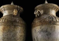 Detailabbildung: Paar Alabaster-Deckelvasen