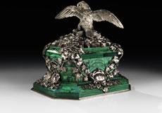 Detail images: Miniaturdenkmal in Malachit und Silber mit dem Wappen der Fürsten Wrede