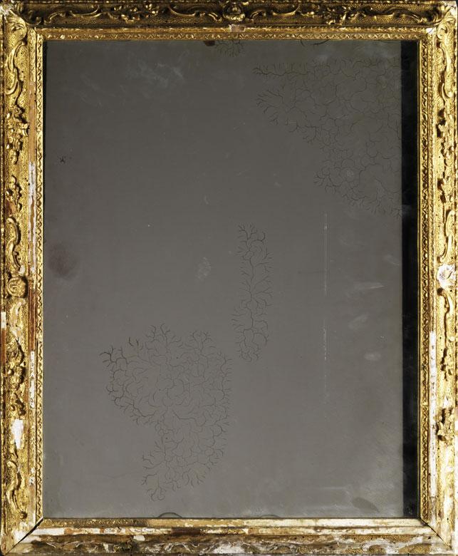 Spiegel in vergoldetem Stuckrahmen