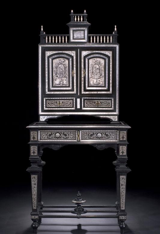 Kabinettschränkchen im RenaissanceStil