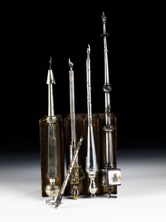 † Sammlung von fünf Torazeigern in Silber